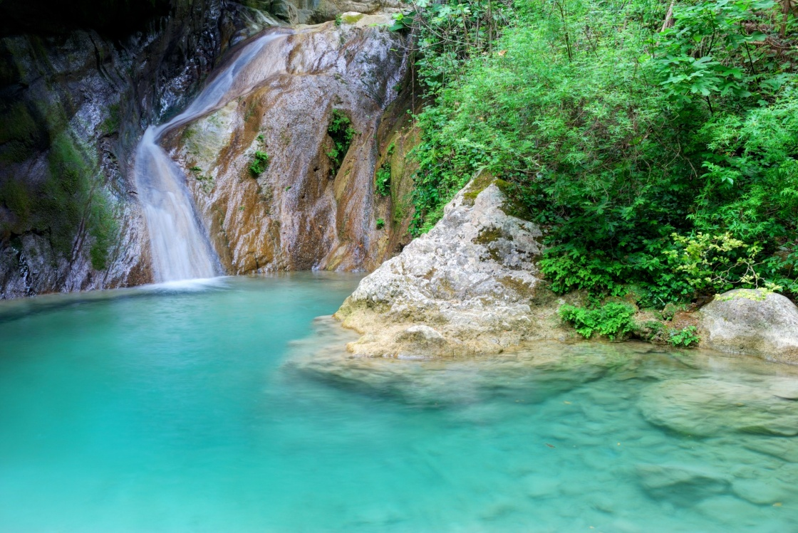 'Natural pool with azure water and a small waterfall' - Λευκάδα